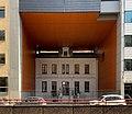 Maison ancienne enchassée dans un immeuble moderne (2003) boulevard des Brotteaux (Lyon) - 2.jpg