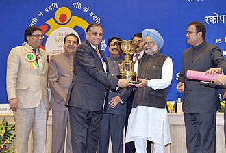 Bharat Heavy Electricals Limited - Manmohan Singh presenting the Scope Excellence Award for 2008-09 to the Chairman and Managing Director, Shri B. Prasada Rao.