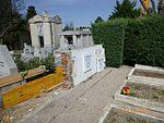 Mausoleo de la Legión Cóndor en el cementerio de la Almudena durante el desmontaje del frontal.jpg