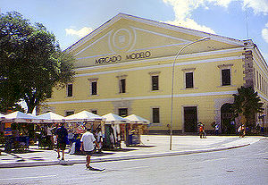 The Amazing Race: A Corrida Milionária - The Mercado Modelo was the site of this leg's roadblock.