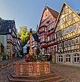 Michael Junker schuf im Jahr 1583 den Brunnen auf dem historische Marktplatz in Miltenberg.jpg