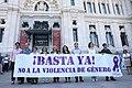 Minuto de silencio por el asesinato de una vecina de Collado-Villalba, víctima de la violencia de género 01.jpg