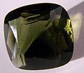 Moldavite taillée.jpg