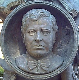Ramón Gómez de la Serna - Bronze bust of R. Gómez de la Serna. Detail of the monument to him in Madrid (E. Pérez, 1972).