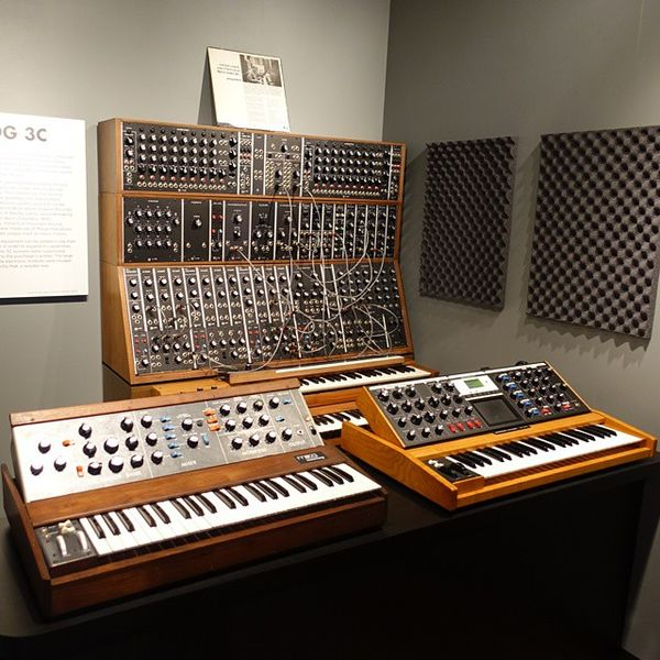 File:Moog synthesizers - angled left, Robert Moog booth - National Inventors Hall of Fame and Museum, USPTO building in Alexandria, Virginia, 2014-09-24.jpg