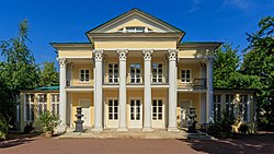 Moscow LeninskyPr Summer House 08-2016.jpg