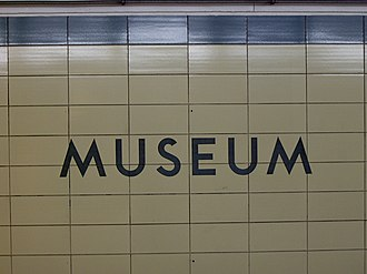 Museum station (Toronto) - Original cream and blue tiles