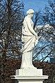 N19 Priesterin mit Opferschale, Schönbrunn (08).jpg