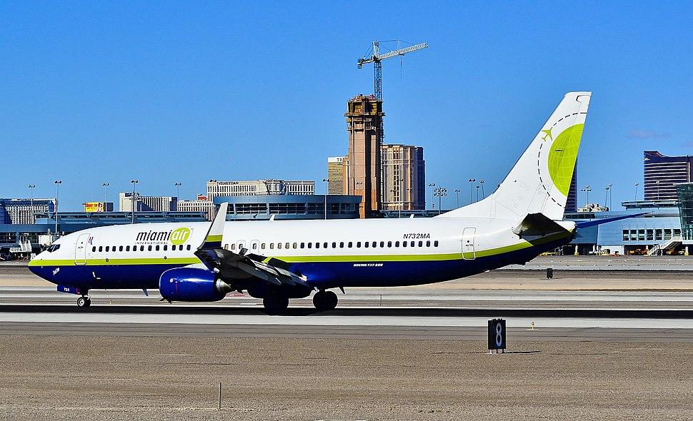 """N732MA Miami Air International 2001 Boeing 737-81Q C-N 30618 """"Lois Too"""" (6810862839)"""