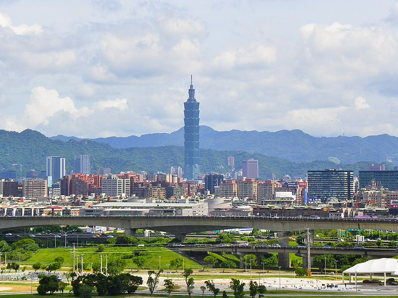 File:National No.1 Freeway Viaduct View from Taipei Grand Hotel 20100822.jpg