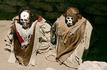 Momias y restos arqueológicos en el cementerio de Chauchilla