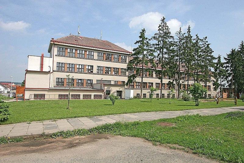 File:Nechanice - budova Masarykovy školy.jpg
