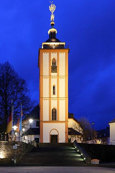 Datei:Nikolaikirche in der Altstadt der Kreisstadt Siegen im Kreis Siegen-Wittgenstein in Nordrhein-Westfalen.jpg