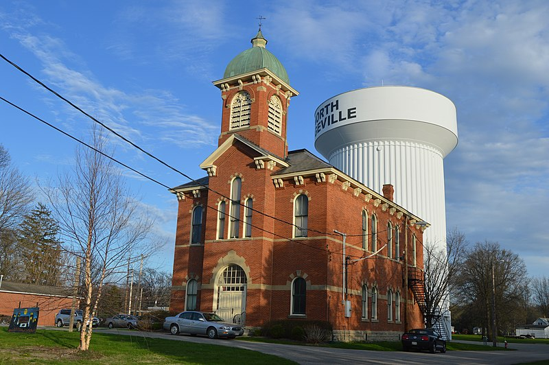 File:North Ridgeville City Hall with water tower.jpg