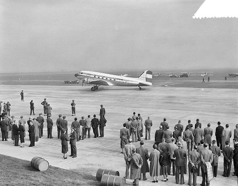 File:Officiele ingebruikneming Rotterdams vliegveld Zestienhoven, Bestanddeelnr 908-0380.jpg