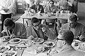 Olympische Spelen te Rome, zwemmers aan de maaltijd, vlnr Korteweg, Kroon ,…, Bestanddeelnr 911-5220.jpg