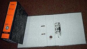 Ring binder - Image: Ordner dicht en open
