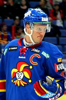 Ossi Väänänen ice hockey player