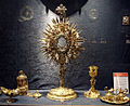 Ostensorio de San Juan Nepomuceno y otros objetos (Tesoro de la catedral de Sevilla).JPG