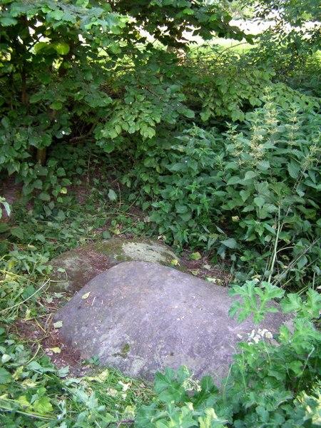 File:Pair of sarsen stones near Berry Bridge, Twyford - geograph.org.uk - 189824.jpg