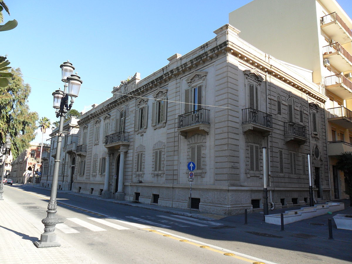 Palazzo giuffr wikipedia for Piani di palazzi contemporanei