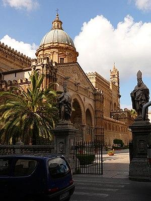 Italiano: Fianco della Cattedrale di Palermo, ...