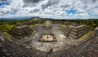 Vera Cruz (film) - The expedition passes through the ruins of Teotihuacan.