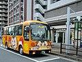 Pari-Pori-kun Bus at Minumadai-shinsuikōen Station 01.jpg