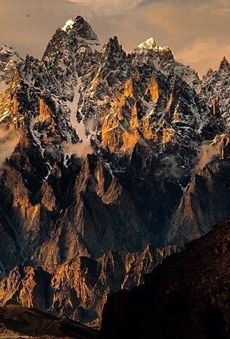 Passu, Gilgit-Baltistan (cropped)