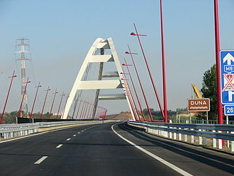 The Pentele Bridge is an example of a basket handle arch. Seen from one end, the two arches take the form of a handle. Pentelehid.jpg