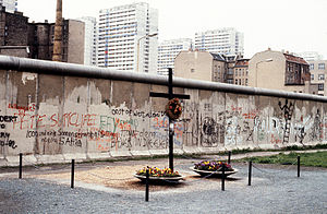 Killing of Peter Fechter - Peter Fechter memorial and wreath on the western side of the Berlin Wall, taken in 1984