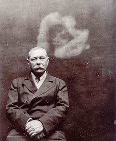 Photo of Sir Arthur Conan Doyle with Spirit, by Ada Deane.jpg