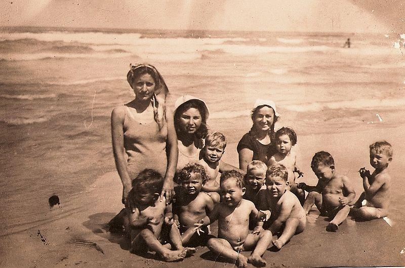 ילדי קיבוץ גבעת השלושה 1934