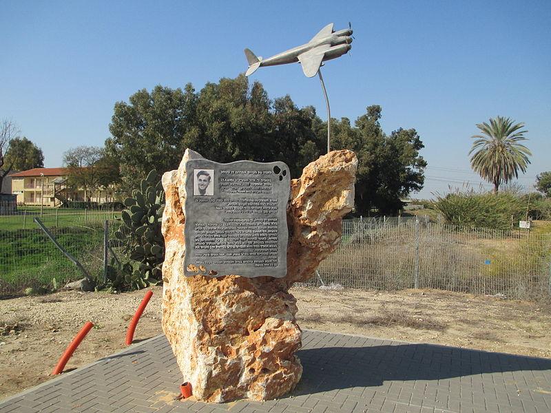 אנדרטה לזכר הטייס דני שטהל
