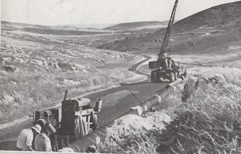 הנחת צינור מים בדרך לירושלים