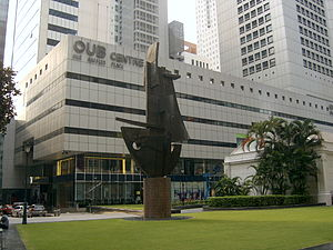 One Raffles Place - Image: Pioneering Spirit (1988) by Aw Tee Hong in front of OUB Centre, Singapore 20071128