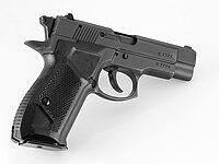 Pistolet fort 12 travmatik com 1 by-sa.jpg