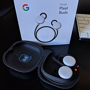 Google Pixel Buds - Image: Pixel Buds in charging case with product box