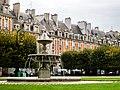Place des Vosges in Paris.jpg