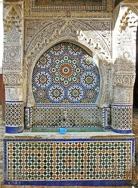 Ficheiro:Place es-Seffarine fountain.jpg
