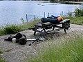 Plan d'eau d'Embrun - du matériel de pêche sur une table.jpg