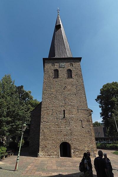 File:Plettenberg Christuskirche Turm.jpg