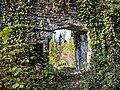 Poterne est, vue de l'extérieur des murailles du château médiéval.jpg