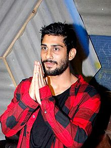 Prateik Babbar at Lilly Singh's party (cropped).jpg