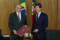 Presidente Michel Temer recebe credenciais do embaixador Jorge Tito Vasconcelos, de Portugal, no Palácio do Planalto (Valter Campanato-Agência Brasil).png