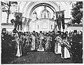 Priesters voor de kerk op Walamo.jpg