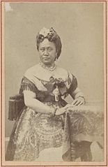 Queen Kapiolani, Hawaii album, p. 7, portraits of Hawaiian women and men.jpg