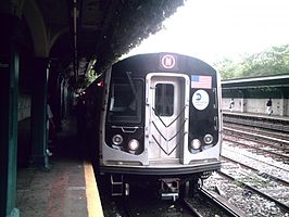 R160B N train at Fort Hamilton Parkway.jpg