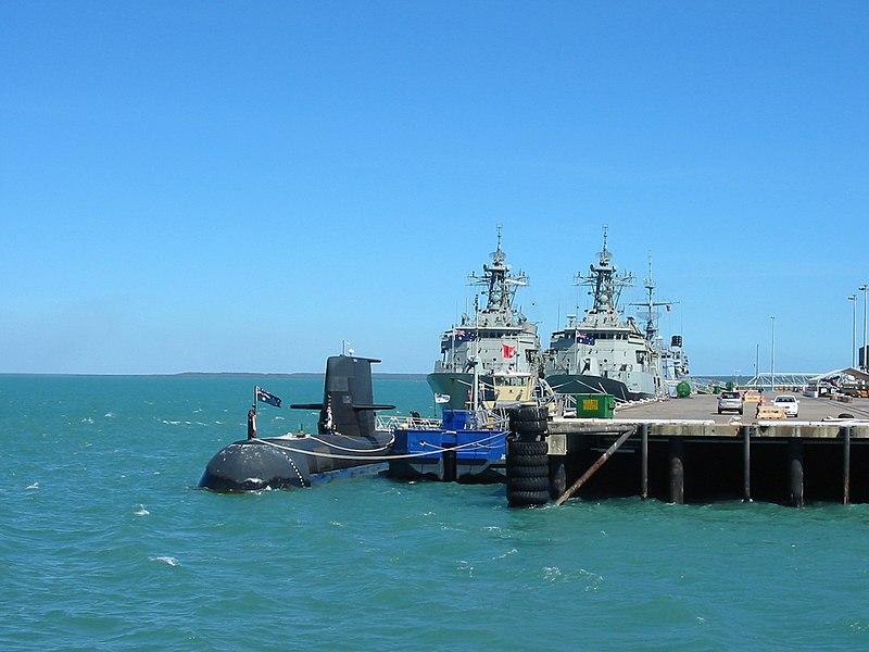 File:RAN submarine at Fort Hill Wharf.jpg