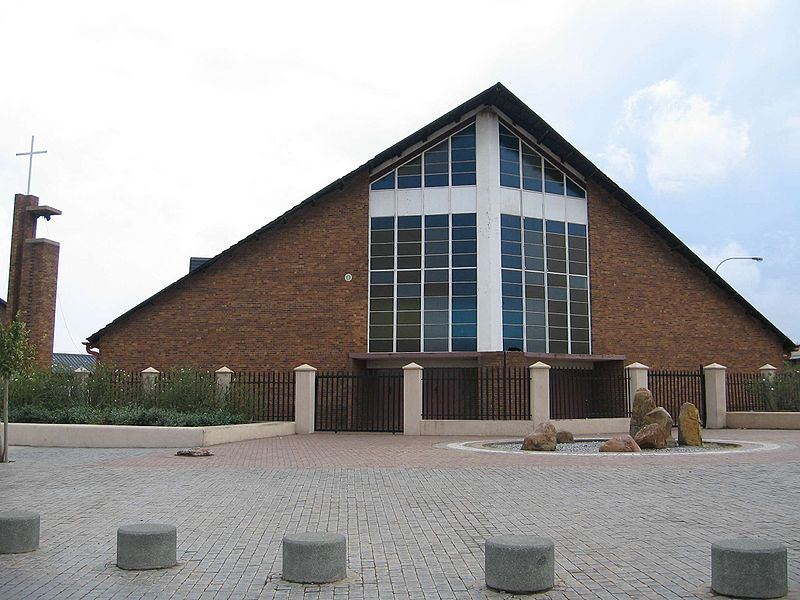 File:Regina mundi church, soweto.JPG